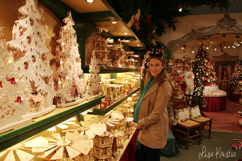 Käthe Wohlfahrt kate christmas shop store all year round decoration brugge bruges belgium 8000 Walplein 12 kerstbrugge kerstmis winkel inside interior binnen gifts items products toys dolls