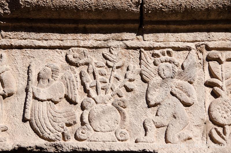 relieves en las puertas de Moray