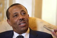 رئيس الوزراء الليبي يتهم قطر بإرسال طائرات محملة بالسلاح