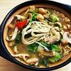 青菜肉丝蘑菇油渣香干砂锅面