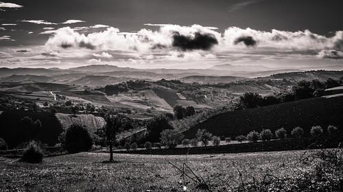 sky bw italy clouds canon landscape campania bn paesaggio benevento mattina irpino 600d ariano meridione irpinia sannio montecalvo paesaggiirpini