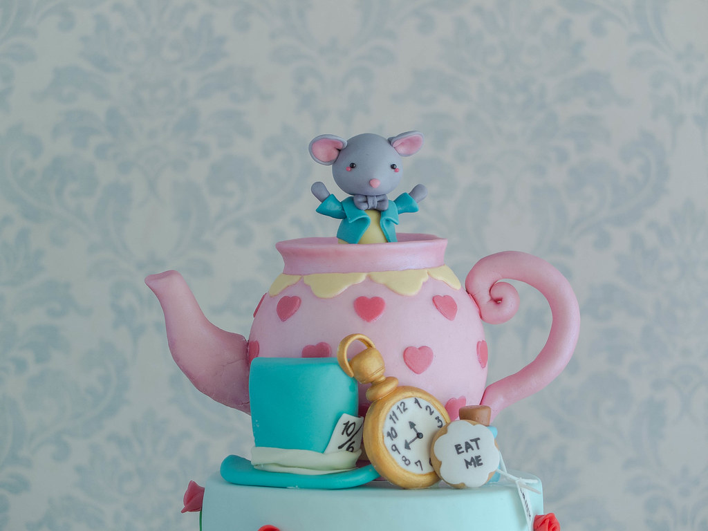 Cakes Alice And The Crazies Of Wonderland Cottontail