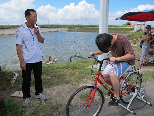 李泳宗自製的腳踏車發電機。