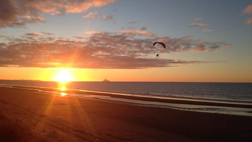 sunset beach opotiki nouvellezélande