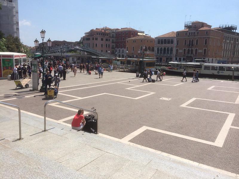 サンタルチア駅 左手