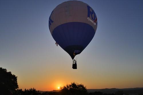 summer sunrise austin texas central ballooning the mansfielddampark hotairballoonflight nikond800 nikkor24120mmf4gedvr centraltexasballooningassoc laketravishotairballoon hotairballoonflyover