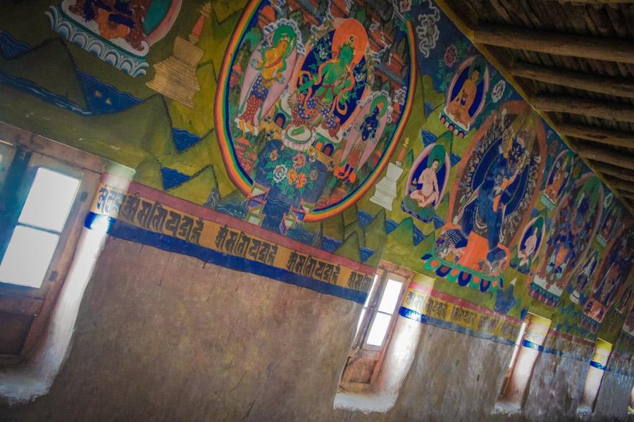 Роспись стен зала. Монастыри Ладакха (Монастыри малого Тибета) © Kartzon Dream - авторские путешествия, авторские туры в Ладакх, тревел фото, тревел видео, фототуры