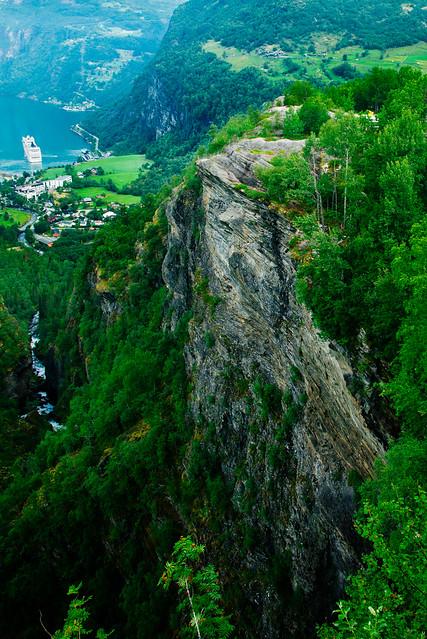 挪威步道岩风景图片