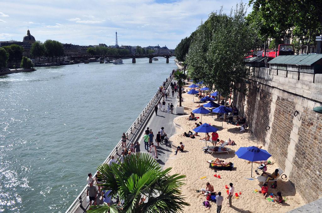Playa de París junto al Sena que se abre en verano parís - 15095178368 b1d4f7e4fe b - Cosas que NO debes hacer en París como turista