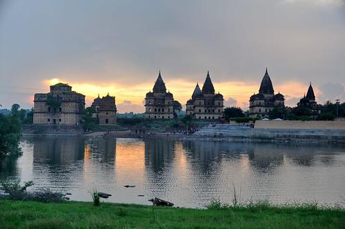 madhyapradesh orchha cenotaphs chhatris riverbetwa kanchanghat chattrisorchha