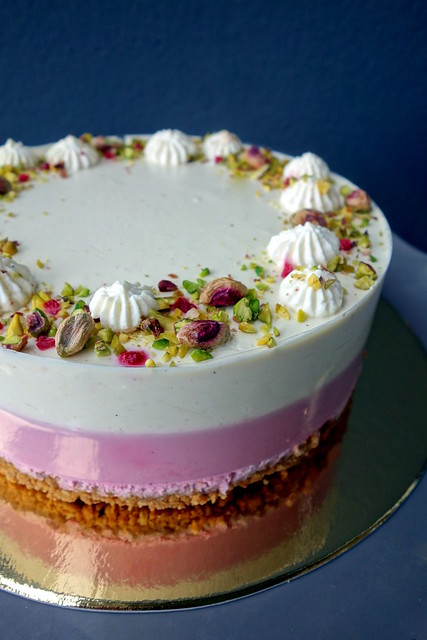 Cherry & Pistachio cake
