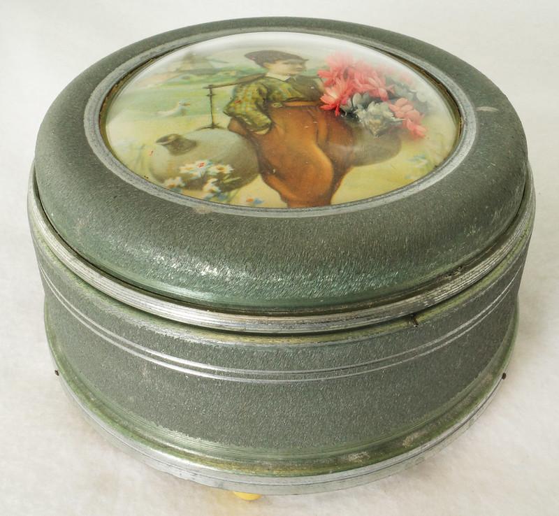 RD15027 Vintage Wind Up Music Powder Trinket Box Dutch Boy Round Aluminum DSC06791