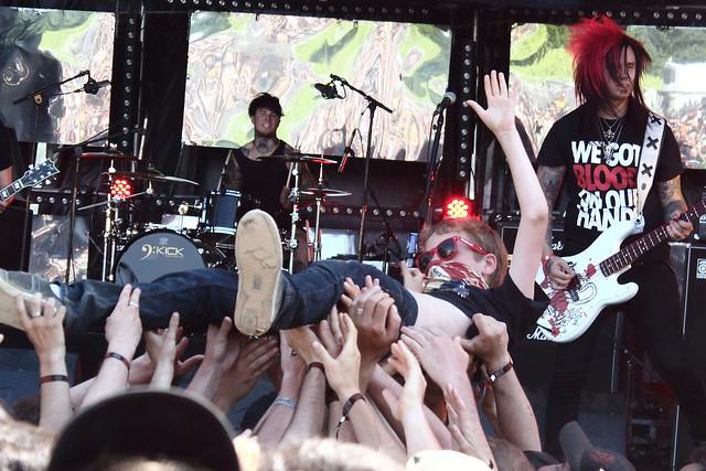 Jeune slammeur // Young crowdsurfer