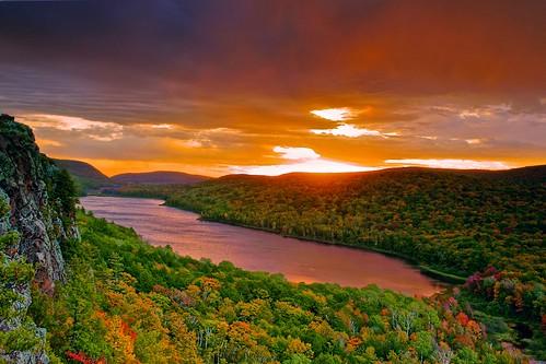 Sunrise_Lake of Cloud