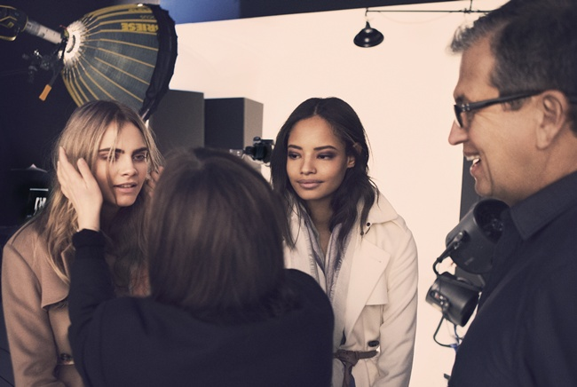 4 Cara Delevingne and Malaika Firth behind the scenes on the Burberry Autumn_Winter 2014 campaig_001