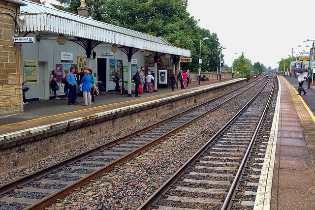 2014-07-19 (Day 200) Linlithgow Railway Station