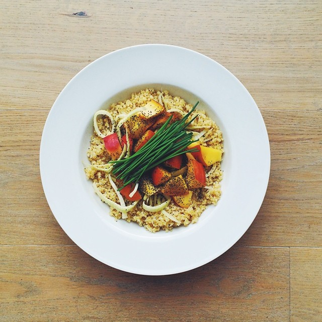 Peaches week, vegan salad: peach, quinoa, fennel, poppy seeds, Chives, extra virgin olive oil, balsamic vinegar. #vegan #salad #vegetarian   #happydesksalad #desklunch #desk #veg #veganfood #veganshare #cleaneat #eatclean #nutrition #nutritionist #notsdad
