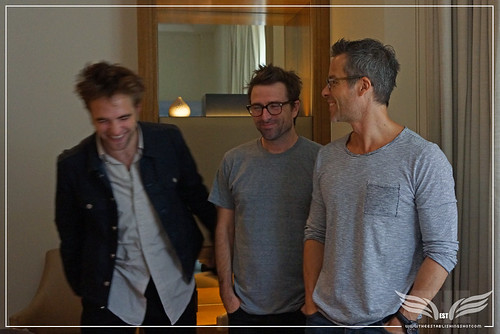 The Establishing Shot: DAVID MICHÔD, GUY PEARCE & ROBERT PATTINSON TALK THE ROVER IN LONDON ROB PATTINSON HAVING A LAUGH