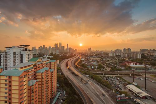 sunset tourism timelapse highway cityscape malaysia highrise sunray rayoflight peakhour highangle singleframe beautifulasia