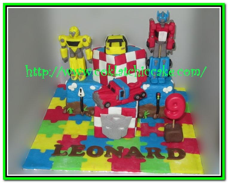 Miniature cake transformer