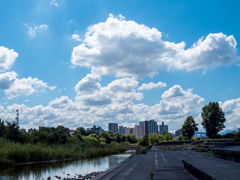 豊平川と雲