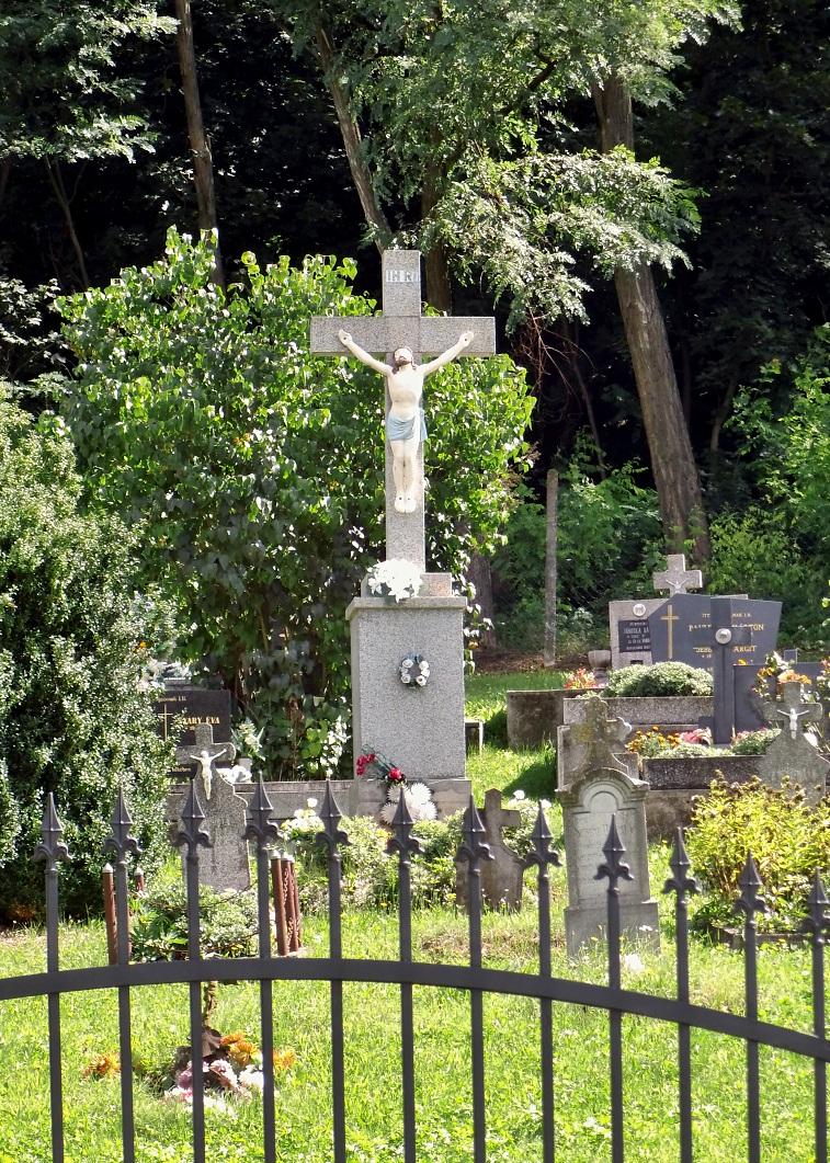 Ústredný kríž cintorína