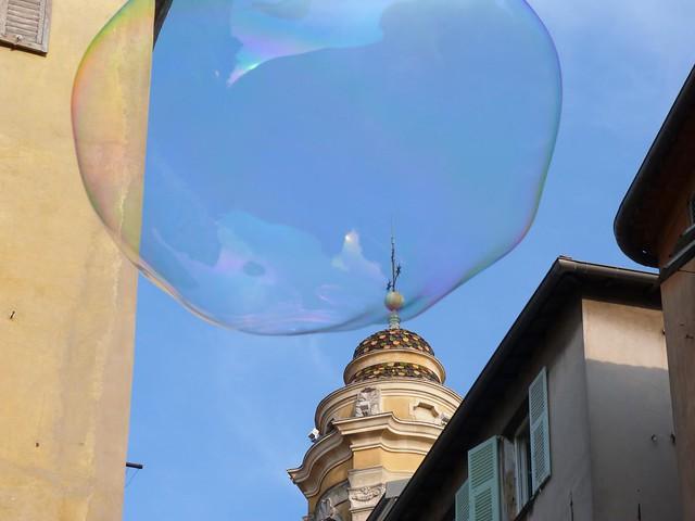 Pompa de jabón en la vieja Niza