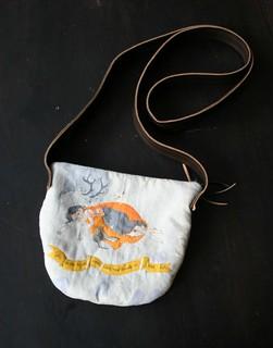 snow white sling bag