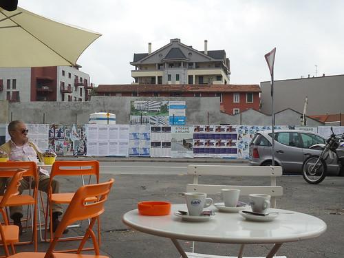 """Il cosi detto """"bar in mezzo alla strada"""" by Ylbert Durishti"""