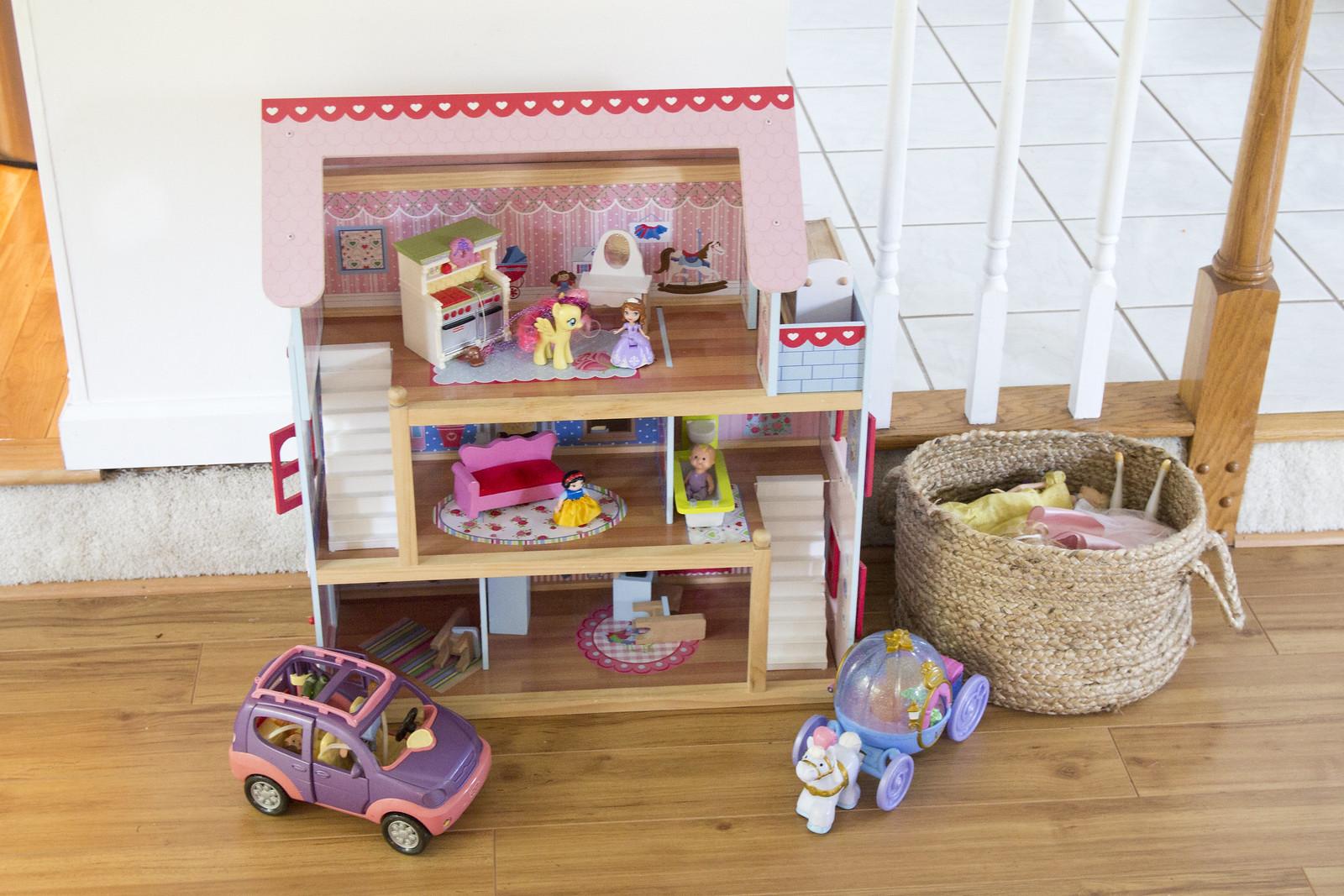 Rowan's Dollhouse | Jenloveskev.com