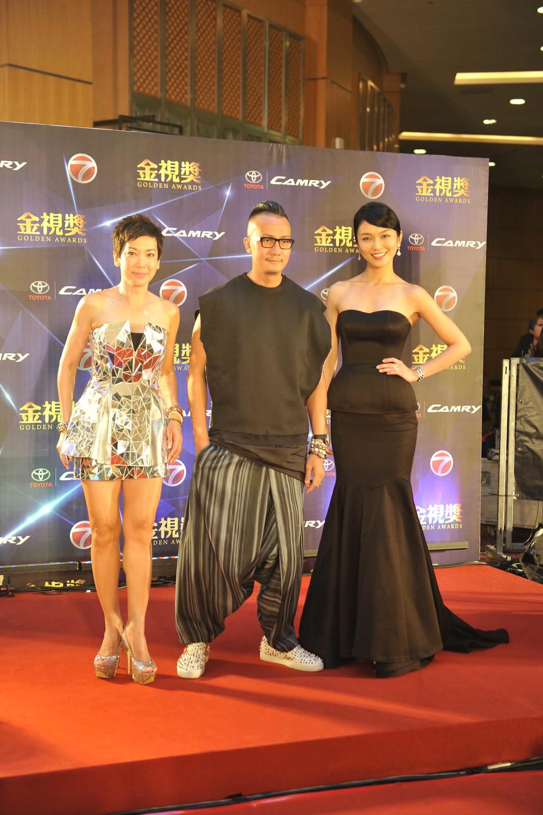 Karpet Merah (L-R) - Kym Ng, Chen Han Wei, Joanne Peh (Artis Singapura)