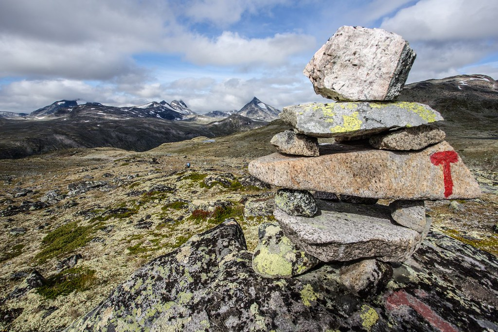 Around 400km of marked hiking trails and routes can be found in Jotunheimen. They are maintained by the Norwegian Trekking Association which marks cairns and rocks with the famous red T.