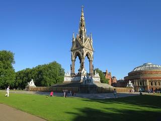Image of The Albert Memorial. albertmemorial alberthall kensington kensingtongardens kensingtonroad w22uh londonw2