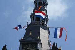 Nederlandse vlag met wimpel op de Sint Janskathedraal