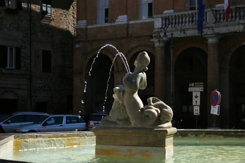 Matelica: la fontana della piazza principale