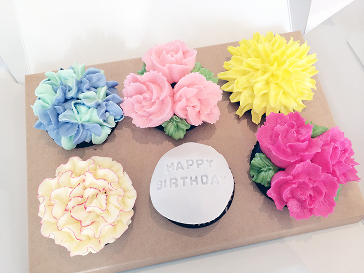 cupcakes in flower designs