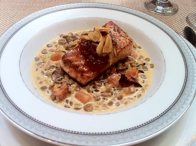Oliva Dieta Mediterranea: Salmon and Lentils