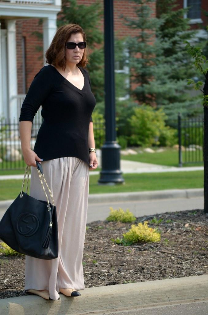 Fabulous-30s-palazzo-pants-Chanel-flats-Gucci-bag-curvy-fashion-blogger-outfit-ideas