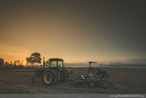 morning summer ny tractor beautiful fog sunrise landscape li early suffolk nikon pretty moody farm foggy scenic dramatic atmosphere naturallight wideangle august farmland longisland machinery dirt local agriculture tractors drama iconic johndeere northfork eastend farmfield 2014 d610 newholland jamesport nofo gradfilter nikkor1635mmf4vr jschusteritsch northforker jonschusteritsch