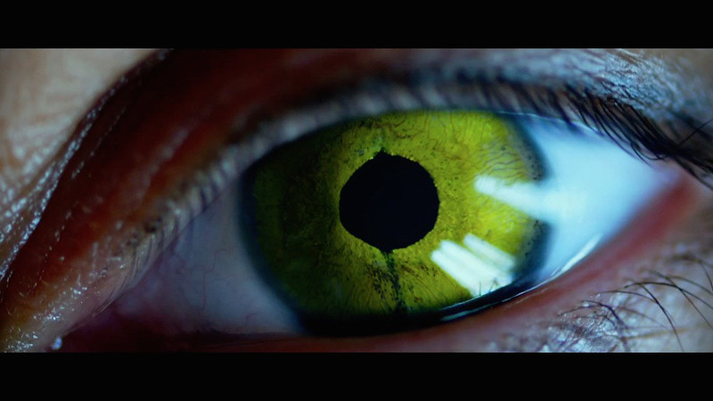 lucy-2014-movie-screenshot-green-eye
