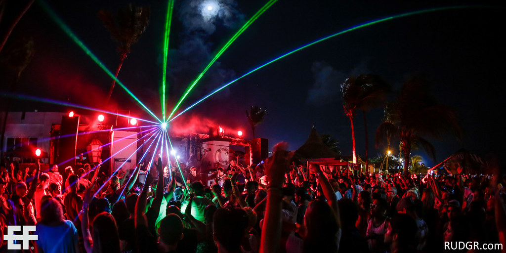 Aruba's EF 2014 Closing party at the small Nikki Beach stage with Chus & Ceballos