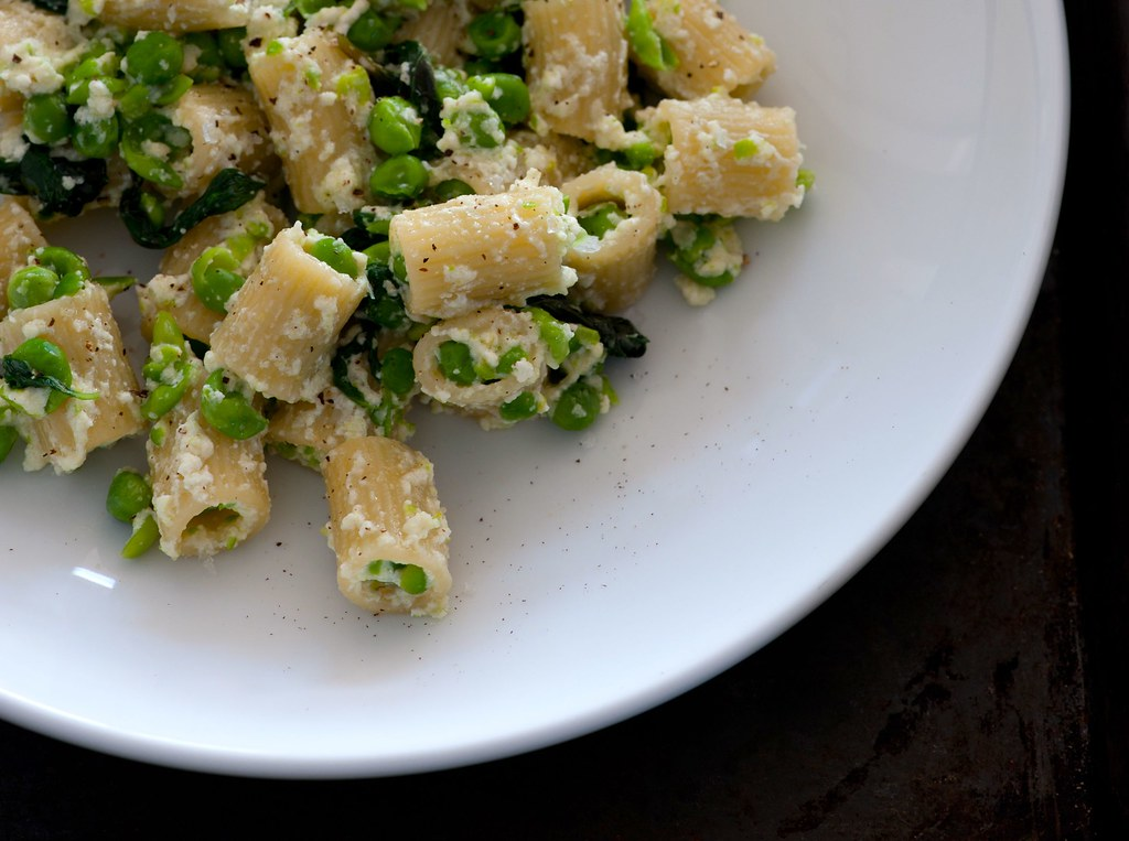 pasta with ricotta and crushed peas