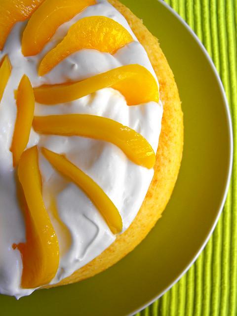 Bolo de iogurte com natas e pêssego