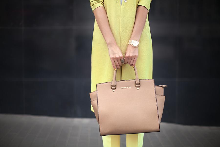 michael-kors-selma-tote-large-beige-khaki-fashion-blogger-outfit