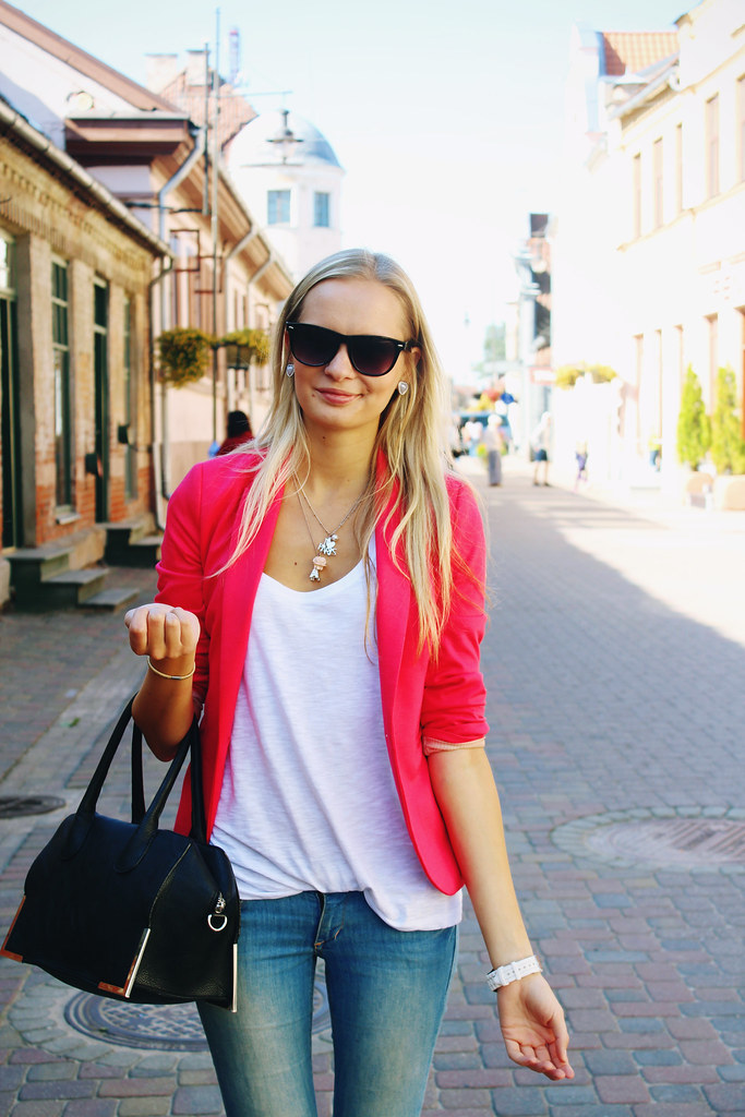 summer-outfit-hot-pink