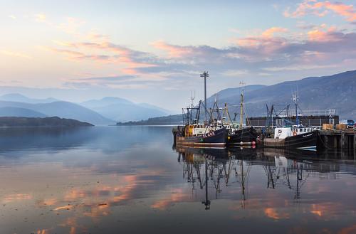 ullapool harbour boats sunrise dock pier hills scotland highlands morning