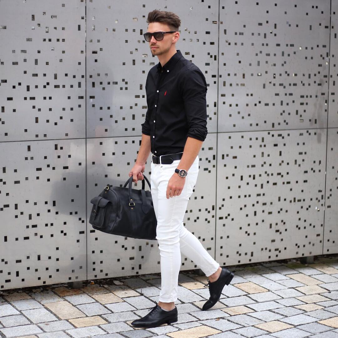 ラルフローレン黒ボタンダウンシャツ×白パンツ×黒オックスフォードシューズ