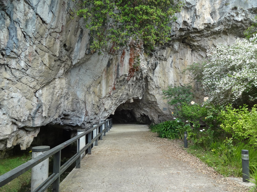 Covadonga Lakes, A Prehistoric Cave, and Pretty Towns – 3 Nights in Cangas de...