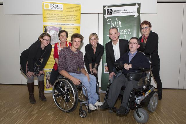 Gruppenfoto der Diskussionsrunde kontrovers zum Thema Inklusive Bildung