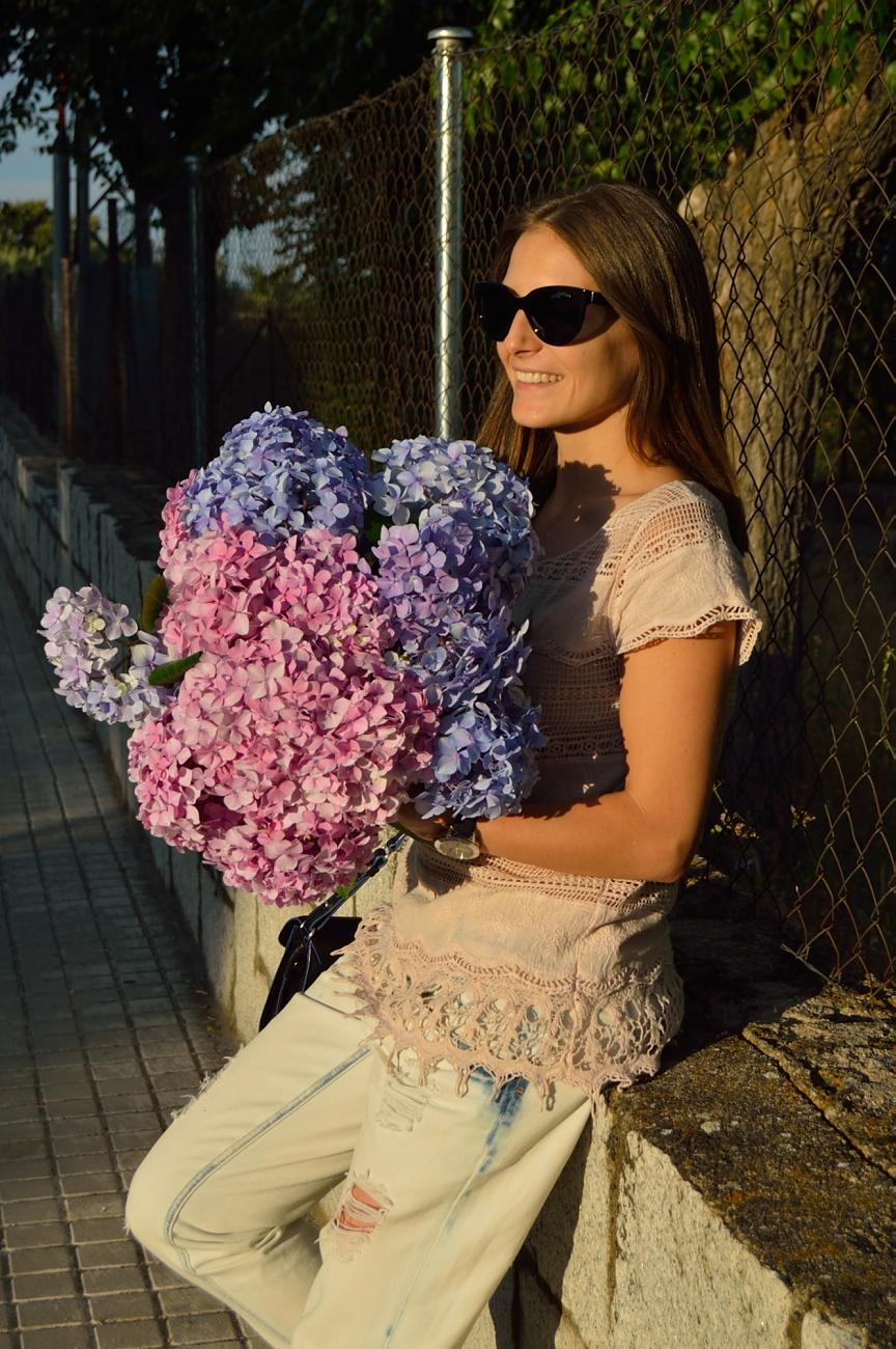 lara-vazquez-madlula-blog-style-flower-power-streetstyle